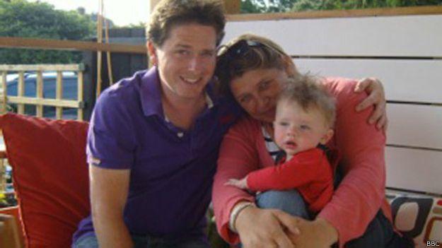 Алекс Льюис с семьей до болезни