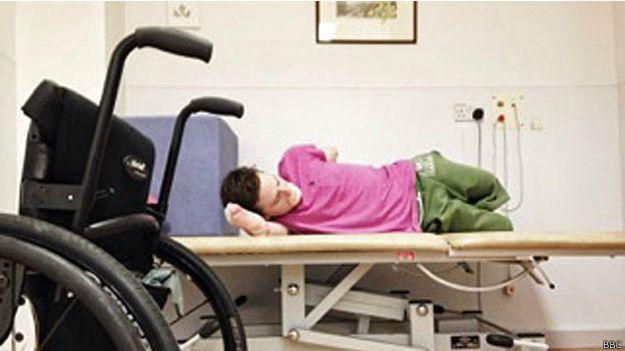 Физиотерапия остается важной частью жизни Льюиса