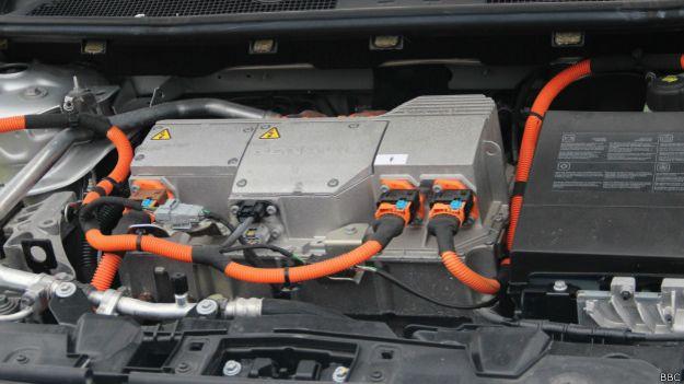 Електромобіль під капотом