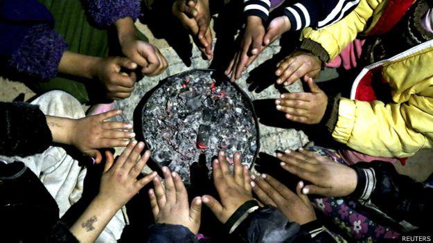 Manos de niños iraquíes
