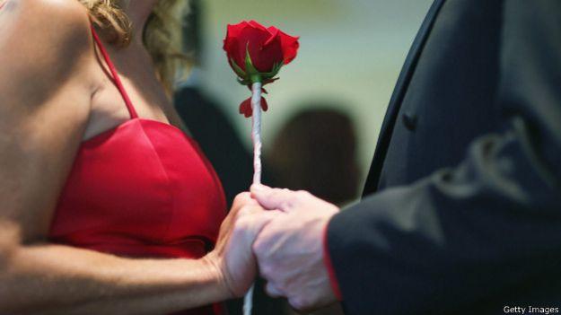 пара с розой