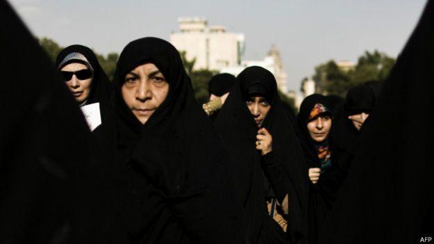Manifestación en Irán para promover el uso del hijab