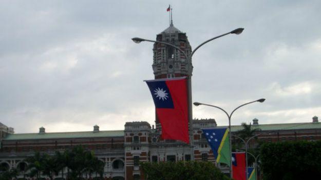 王力雄认为台湾应该有危机意识,因为未来的中国大陆无论怎样,都会对台湾产生重大影响。