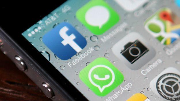 Íconos de redes sociales en un teléfono