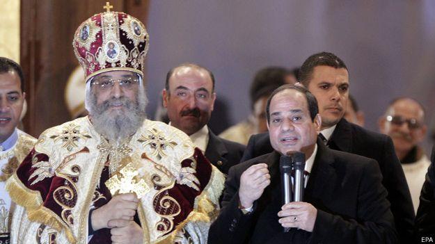 El Papa copto Teodoro II y el presidente egipcio Abdel Fattah al Sisi