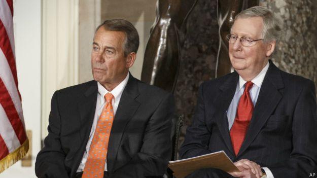 John Boehner (izq.) y Mitch McConnell