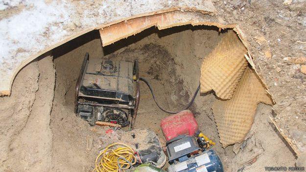 Un generador hallado en el túnel