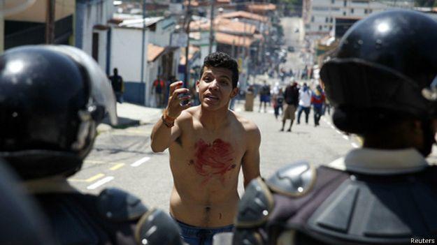 Joven protesta en Venezuela