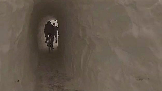 Bicicletas en el túnel