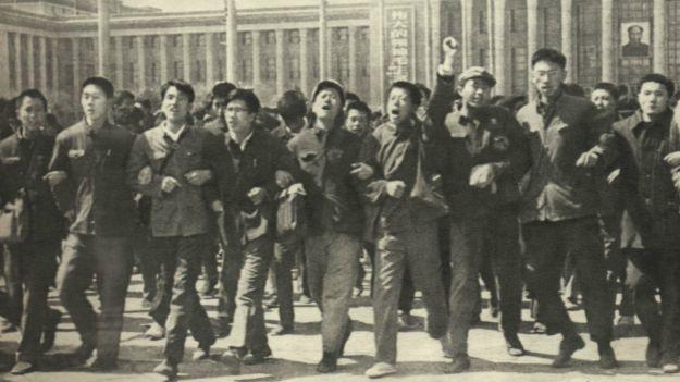 抗议的人群陈子明在第二排