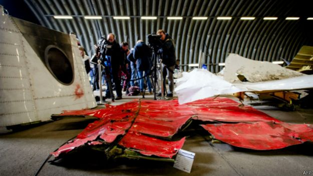 Обломки авиалайнера МН17