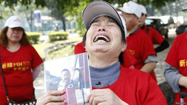 Famialiares de los pasajeros del vuelo MH370