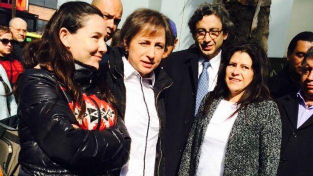 Carmen Aristegui afuera de MVS. Foto: cortesía MVS
