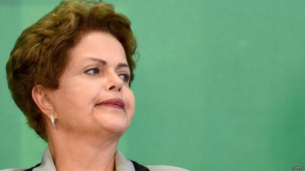 Dilma cai e apoio a impeachment aumenta
