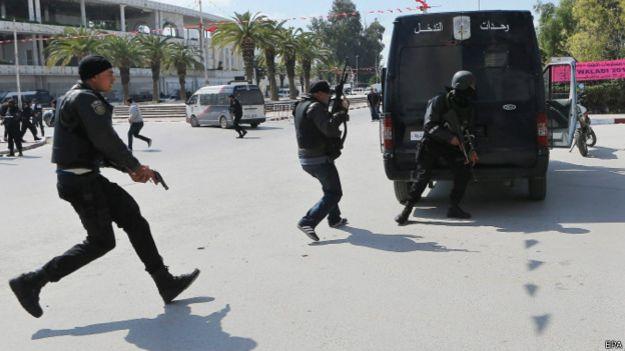 fuerzas de seguridad rodean el parlamento en Túnez