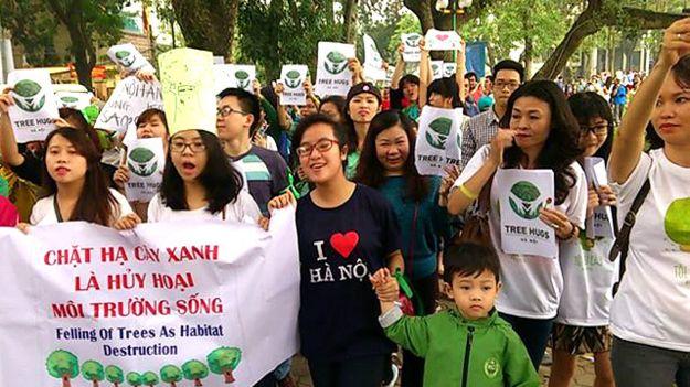 Tuần hành bảo vệ cây xanh ở Hà Nội