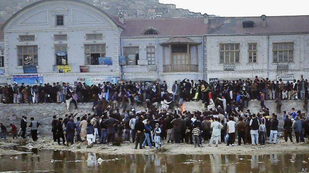 Multidão espanca Farkhunda | Foto: AP