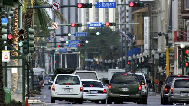 Hilera de calles con semáforos