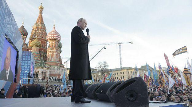 Президент РФ Владимир Путин на митинге по случаю годовщины аннексии Крыма