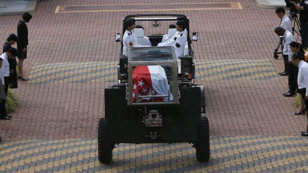 李光耀靈柩從新加坡中央醫院運抵總統府(25/3/2015)