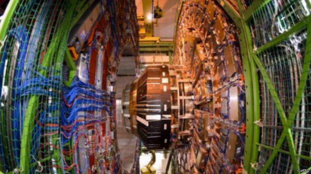 إعادة تشغيل مصادم الهدرون الكبير