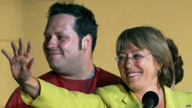 Sebastián Dávalos y Michelle Bachelet