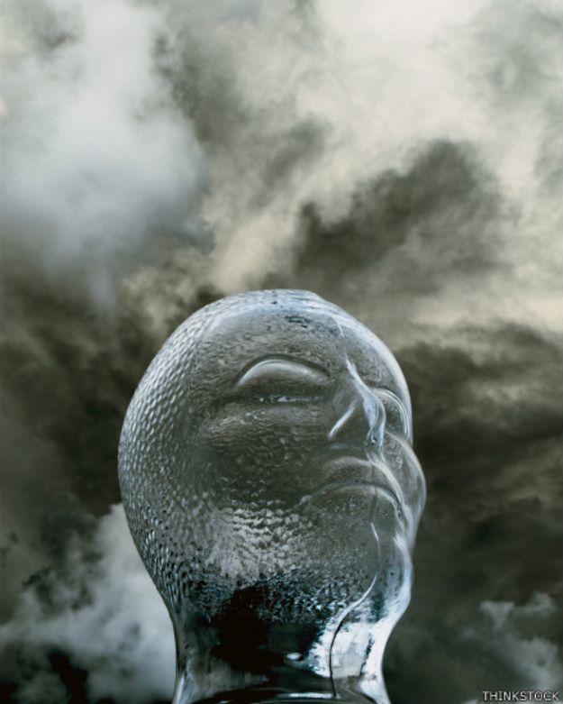 El peculiar trastorno de las personas que se creen hechas de cristal