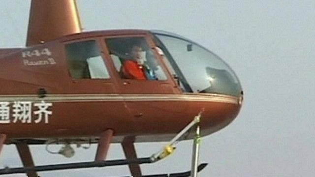 Mở bia bằng trực thăng