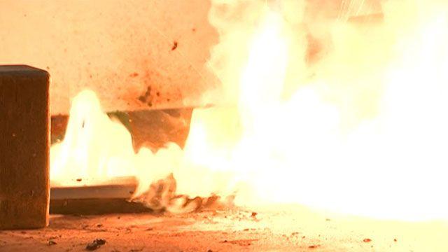 Bateria de computador submetida a calor intenso em teste realizado a pedido da BBC acabou explodindo (BBC)