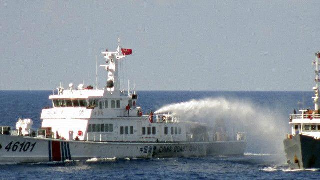 Barco chino y barco vietnamita