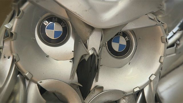 Búho hecho de tapas de ruedas
