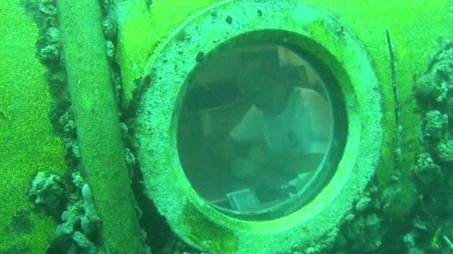 Fabien Cousteau en el laboratorio submarino