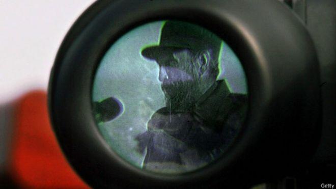 Fidel Castro en la mira de una cámara de televisión