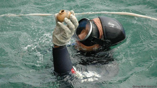Đồ gốm được tìm thấy từ lòng biển Việt Nam