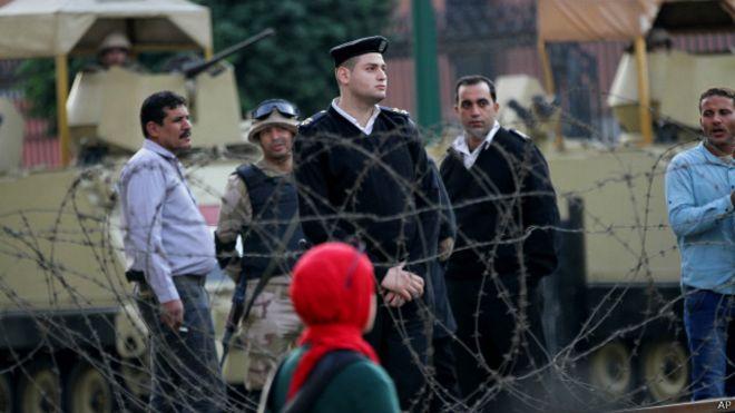 إحالة 439 شخصا لمحاكمات عسكرية في مصر