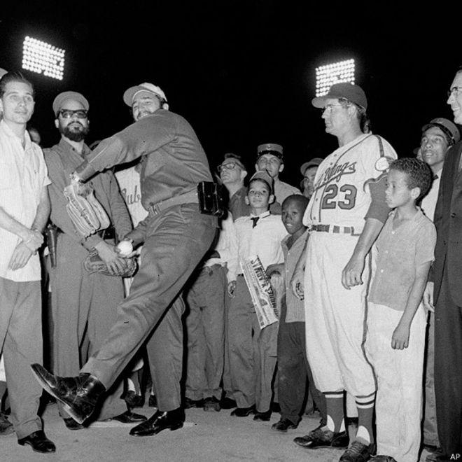 Fidel juega béisbol. Foto: AP
