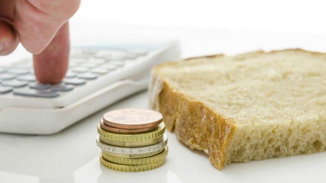 Pão e moedas (Thinkstock)