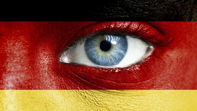 Ojo en cara pintada con bandera alemana