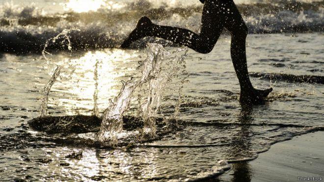¿Realmente beneficia correr descalzo?