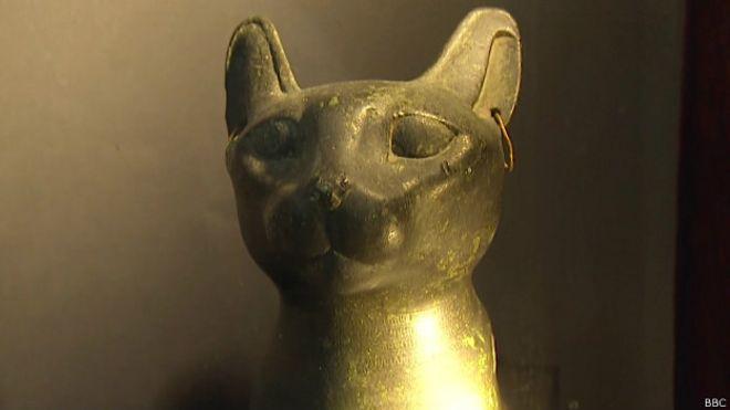 Estátua de gato egípcia | Foto: BBC