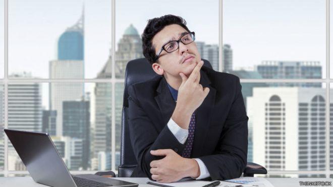 Un ejecutivo piensa