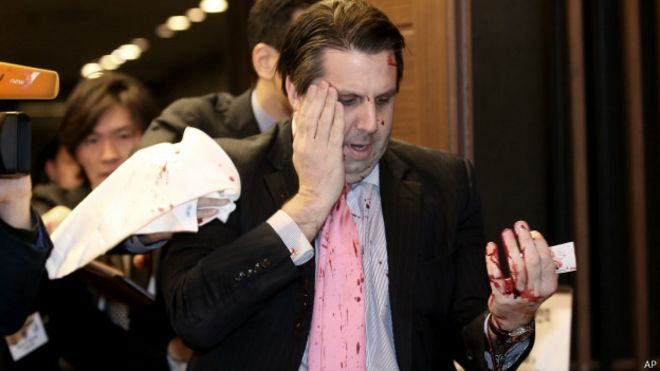 ABD Güney Kore Büyükelçisi bıçaklı saldırıda yaralandı