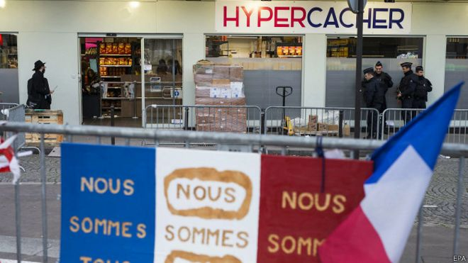 Супермаркет Hypercacher перед открытием