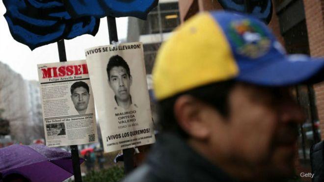 Protesta en Washington por la desaparición de 43 estudiantes en Iguala, Guerrero, México