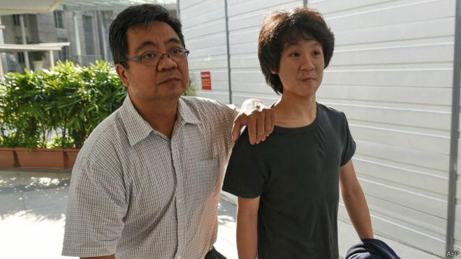 星期二,余澎杉在父母陪同下在新加坡地方法院出庭,并正式被控以三项罪名