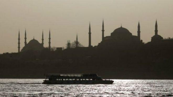 انقطاع التيار الكهربائي عن عشرات المدن التركية
