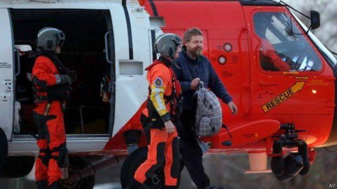 喬爾登步下直升機