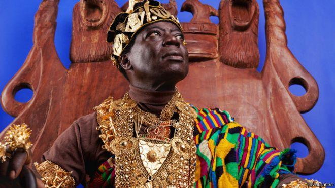 Da Alemanha, rei africano governa por Skype