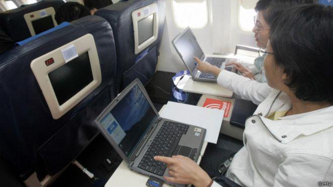 Pasajeros conectados a internet en un avion