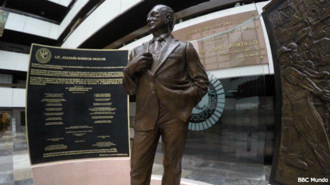 Estatua de Joaquín Gamboa Pascoe en la Confederación de Trabajadores de México